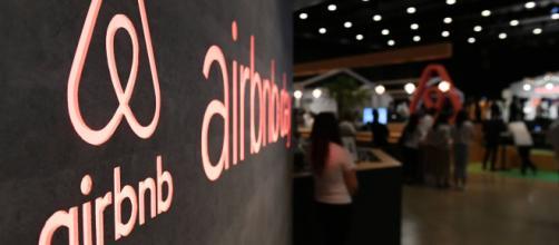 La mairie de Paris attaque Airbnb en justice et réclame une amende record.