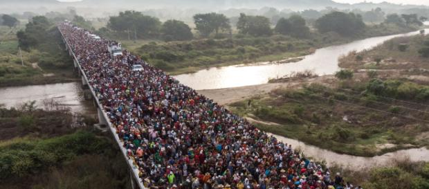 Aumentan caravanas migrantes con destino a Estados Unidos. - newsweekespanol.com