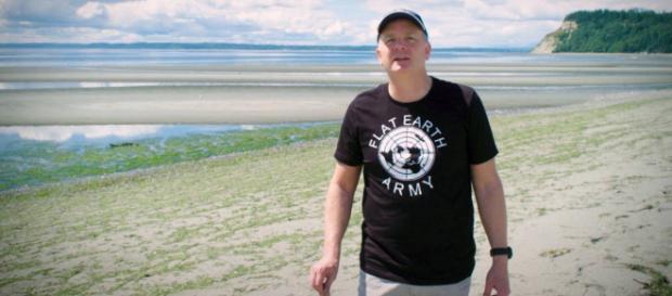"""Na foto, o terraplanista Mark Sargent uma das estrelas do documentário """"A Terra é Plana"""", da Netflix. (Foto/Reprodução)"""