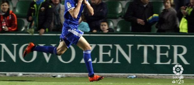 Toché celebra el gol de penalti que le da la victoria al Real Oviedo. Foto: LFP