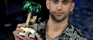 Mahmood, il significato della frase in arabo che canta in Soldi: è una dedica al padre