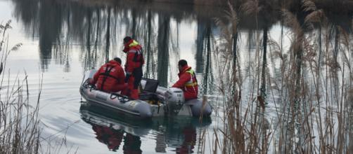 Brenda: i sommozzatori in ispezione nelle acque del Mincio con la telecamera