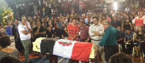 Gedinho de 14 anos velado em Itararé na noite deste domingo (10). Foto: Airton Salles Jr.