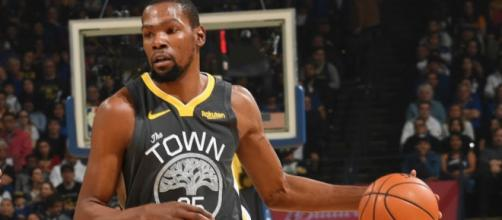 Kevin Durant scored 39 points on Sunday for the Warriors. [Image via ESPN/YouTube]