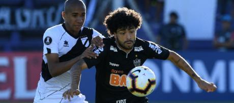 Luan é uma das apostas de gol do time brasileiro (Foto: AFP)