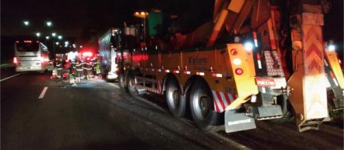 Acidente envolvendo dois caminhões deixa um ferido (Divulgação/Polícia Rodoviária Federal)