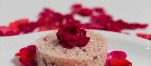 Ricetta risotto ai petali di rosa.