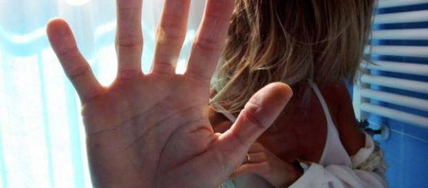 Suicida a 17 anni, forse il motivo è lo stupro subito