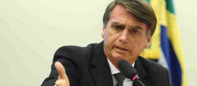 Professor é criticado após escrever 'Bolsonaro está com pneumonia' como frase motivacional