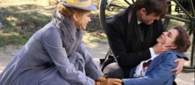 Una Vita, trame: Adela si sacrifica per permettere a Simon e Elvira di fuggire