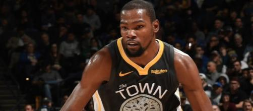 Kevin Durant scored 28 points on Tuesday (Feb. 12) to help the Warriors win. [Image via NBA/YouTube]
