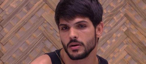 Lucas entrou no reality noivo de Ana Lúcia. Fonte: Reprodução BBB - TV Globo