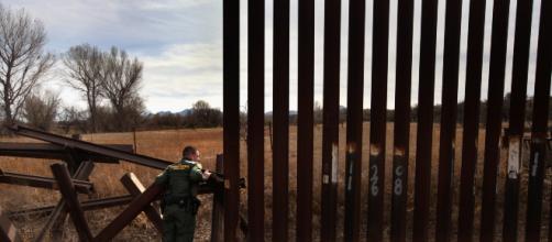 Muro fronterizo entre EEUU y México detendrá inmigración ilegal. - univision.com