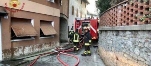 Pordenone, divampa incendio in un'abitazione e perde la vita un bambino di 9 anni.