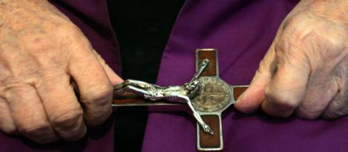 Il MIUR propone agli insegnanti un corso su esorcismo e preghiera di liberazione
