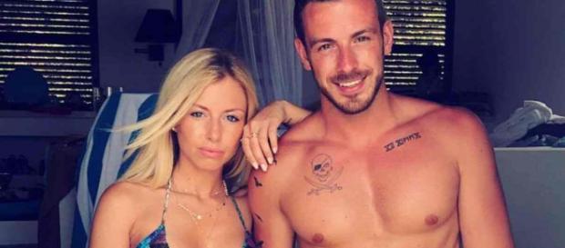 Julien Bert (Les Marseillais Asian Tour) aurait trompé sa copine Agathe avec Stéphanie Clerbois lors d'une fête alcoolisée.