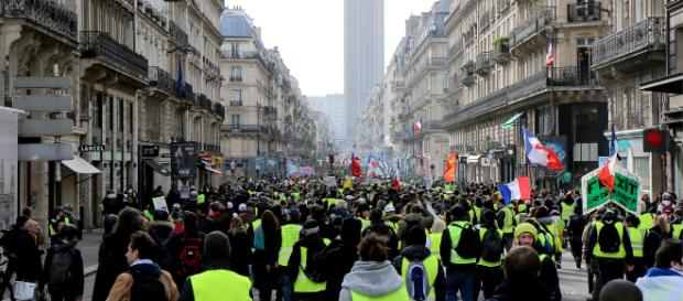 SONDAGE. 56% des Français demandent l'arrêt du mouvement des gilets jaunes - lejdd.fr