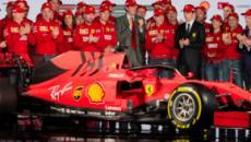 Ferrari lança seu carro para 2019 com detalhes em preto