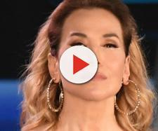 Barbara D'Urso non nomina Jeremias in tv e un ospite svela: 'Vuole consumare all'Isola'.