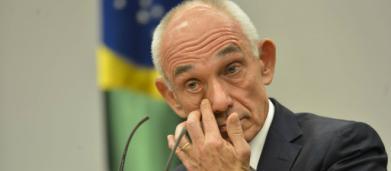 Presidente da Vale é único a ficar sentado durante minuto de silêncio para vítimas de Brumadinho