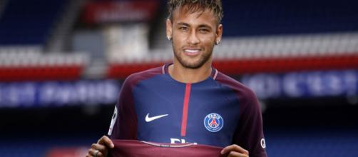 Neymar Jr faz 10 anos de carreira e é homenageado pela revista Placar. (Divulgação/PSG)