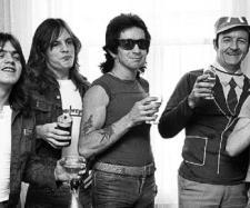 Gli AC/DC nel 1976 prima del successo mondiale