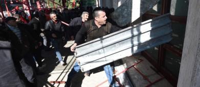 Albania, attacco dell'opposizione alla sede del governo a Tirana