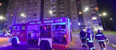 Catania, Vigili del fuoco aggrediti e derubati mentre spegnevano un rogo: l'ira di Salvini