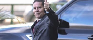 Vice-presidente Mourão alerta que 'ventinho' pode derrubar governo de Maduro