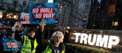 USA, proteste contro l'emergenza nazionale di Trump e il muro al confine col Messico