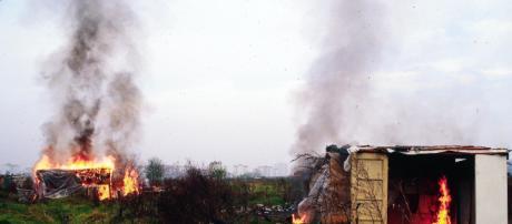 Immigrati, brucia baraccopoli a San Ferdinando: un morto