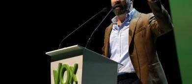 Elezioni in Spagna: Vox di Santiago Abascal sfida Sanchez e vola nei sondaggi