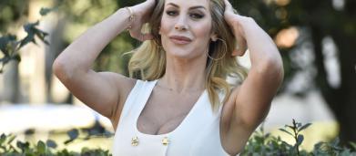 Domenica Live: la presunta madre biologica chiede il test del dna a Paola Caruso