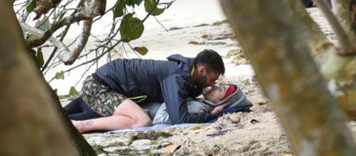 """Isola dei famosi"""": tra Jeremias e Soleil intesa al bacio"""