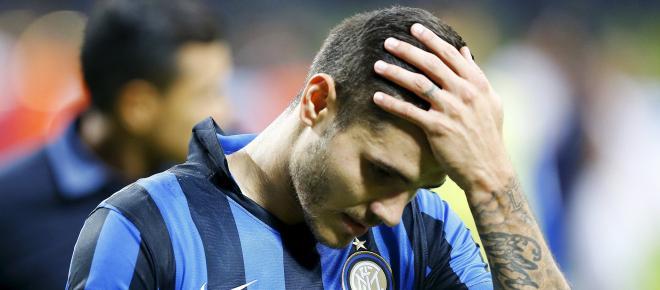 Il giocatore Mauro Icardi contestato dagli ultrà della curva nord dell'Inter