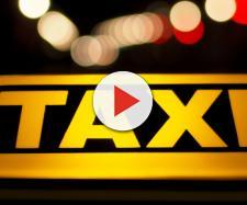 Inghilterra, uomo rifiutato a bordo dei taxi: 'Puzzi troppo'
