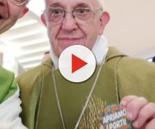 Papa Francesco spilla apriamo i porti