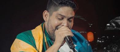 Após separação, Jorge, da dupla com Mateus, se emociona ao cantar música romântica em show