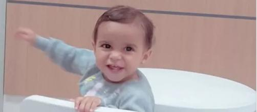 Clara, 1 ano e 6 meses. Bebe ingeriu removedor de limpeza. (Reprodução/Facebook)