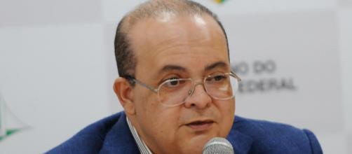 O governador Ibaneis Rocha (MDB) assinou o decreto que fixa o novo teto da remuneração (Arquivo Blasting News)