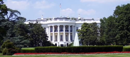 The White House, official resident of the President of the United States. [Image via Pexels - Pixabay]