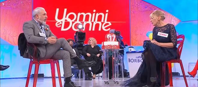 Uomini e Donne: la puntata del 18 febbraio, l'intimità tra Gemma e Rocco crea distanza