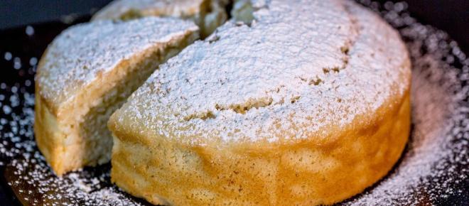 Ricetta torta agli agrumi senza latte: pan di Spagna soffice con crema all'arancia