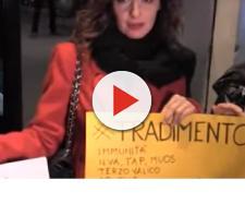 Beppe Grillo contestato al teatro Brancaccio a Roma
