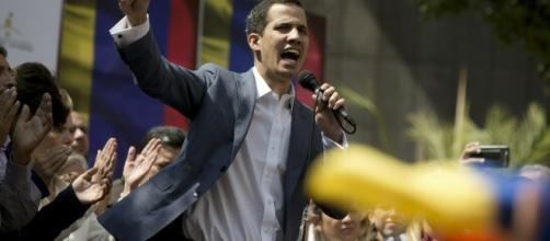 Juan Guaidó en manifestación pacífica. Caracas, febrero de 2019
