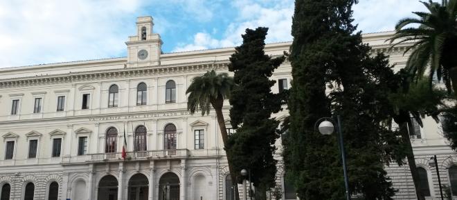 Bari, presunte avance di docente all'Università: assolto il direttore di Giurisprudenza