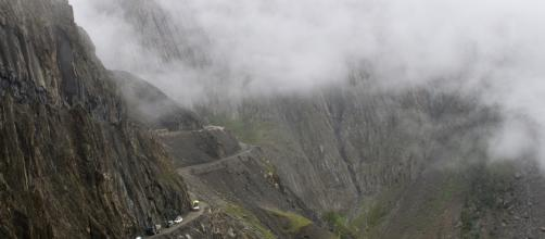 Camino a los Yungas, na Bolívia está entre as estradas mais perigosas do mundo. Imagem: David Duran