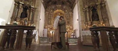 Em cerimônia secreta, Julia e Danilo se casam em Espelho da Vida
