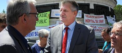 Marche contre l'antisémitisme : 'Il y en a marre de la barbarie' pour Jean Lassalle