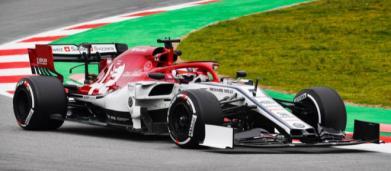 F1 test: vola l'Alfa Romeo di Raikkonen, ma è beffata all'ultimo giro da Kvyat